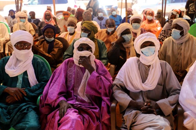 Des dignitaires nigériens lors d'une conférence de conciliation à Ouallam, le 9 janvier 2021