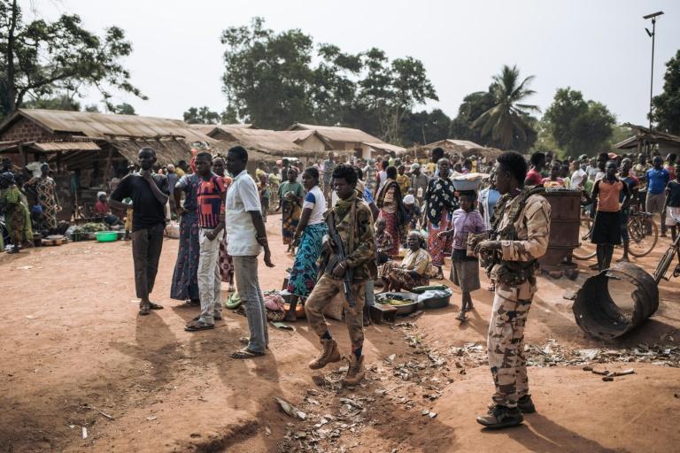 Des rebelles de la Coalition des patriotes pour le Changement (CPC) dans le village de Niakari en Centrafrique, au nord de Bangassou, le 30 janvier 2021