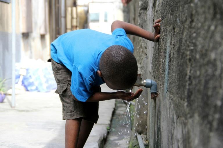 Au Nigeria, pays le plus peuplé d'Afrique, près d'un enfant sur trois manque d'eau pour couvrir ses besoins journaliers, selon l'Unicef
