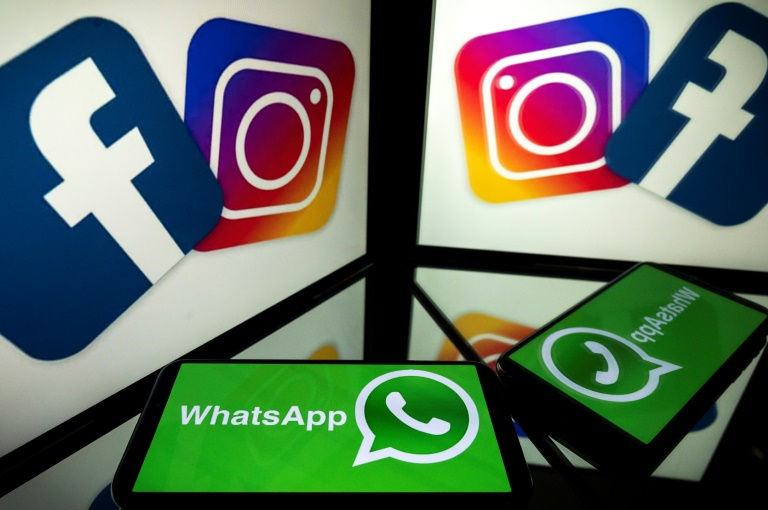 US social site WhatsApp, Instagram and Facebook Messenger all went down on Friday