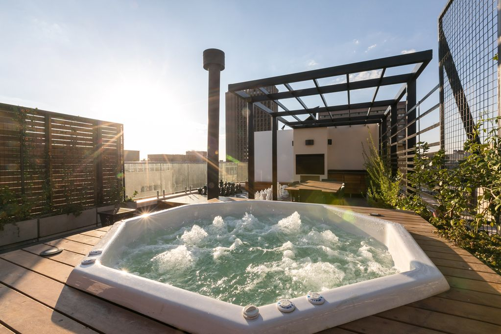 South Africa : Brand New, City Center Penthouse with Rooftop Hot Tub and Giant Chess Set
