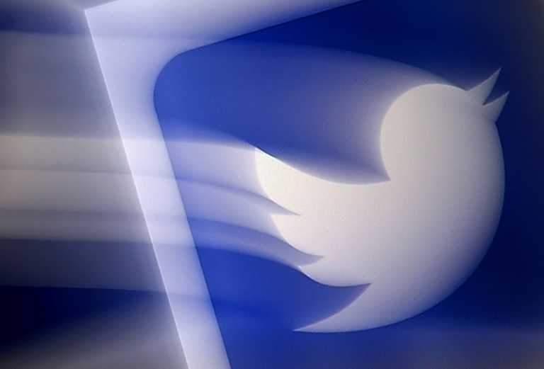 Russia's media regulator says Twitter has failed to comply with requests to remove content relating to child pornography and drug use