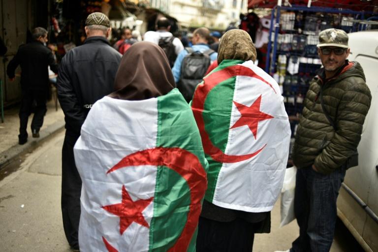 Des Algériens manifestent dans la capitale Alger, le 2 mars 2021