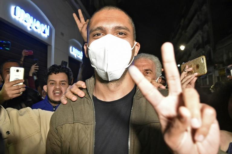 Le journaliste algérien Khaled Drareni après sa libération de la prison de Koléa à l'ouest d'Alger, le 19 février 2021
