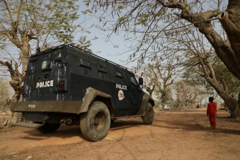 Une patrouille de police près du collège de Kagara où 42 personnes ont été enlevées, le 18 février 2021 au Nigeria
